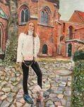 Sylvie vor der Lüneburger St. Michaeliskirche - Karin Greife